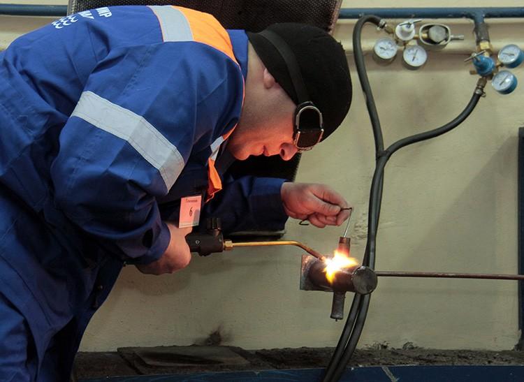 А перенос газовых труб – и вовсе сложная задача, которую могут выполнять только представители обслуживающей газовое хозяйство организации с предварительным длительным согласованием проекта