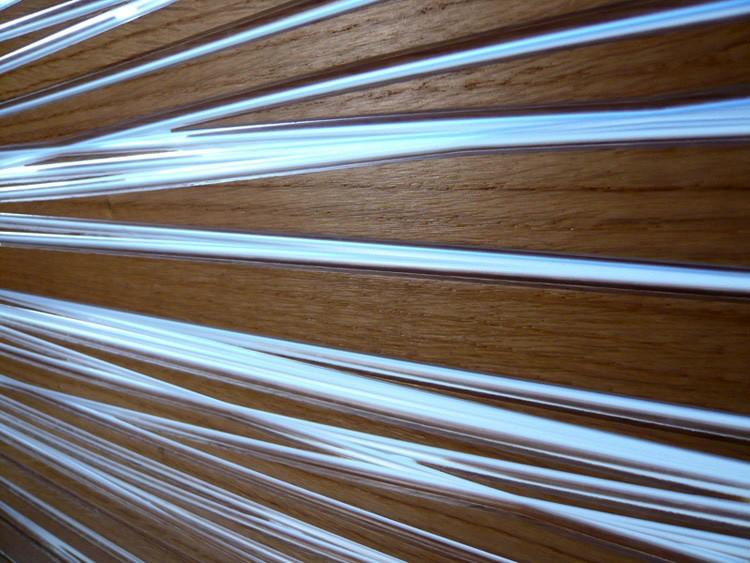 Можно использовать герметичный и не боящийся солнечного света композит для сооружения веранды в доме, создания перегородок между комнатами