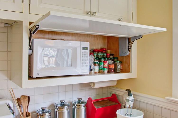 Места расположения розеток нужно тщательно продумать, потому что для них нужно будет делать отверстия в фартуке или выделять место внутри полок, если, например, микроволновка будет у вас скрываться в шкафу
