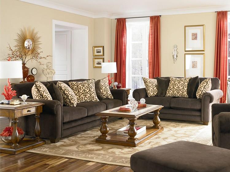 Тёмно-коричневая мебель в интерьере бежевой гостиной