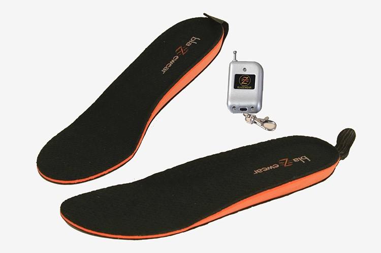 С помощью пульта управления можно прямо из кармана греть стопы