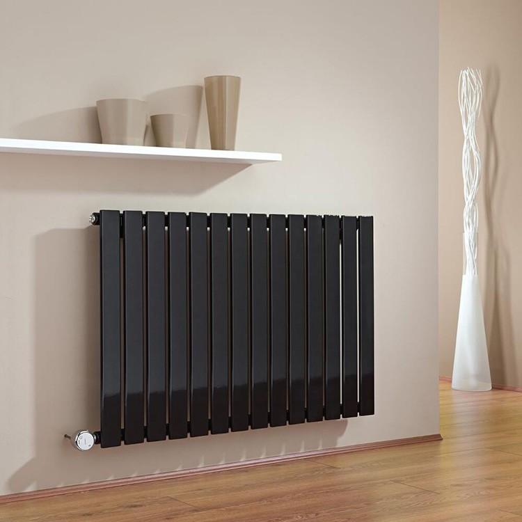 Чёрные радиаторы также свободно можно найти в продаже
