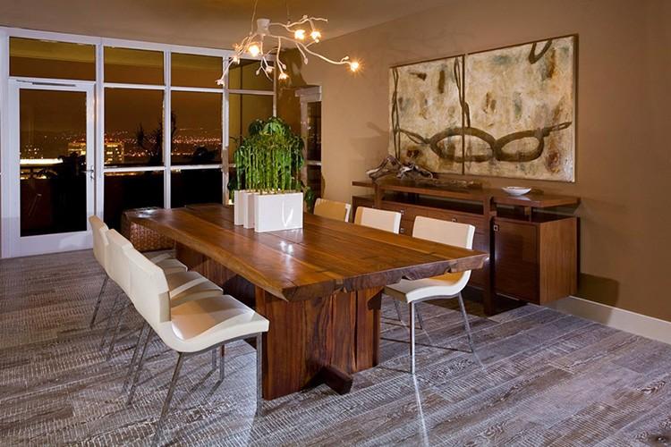 Стол является центральным элементом всего интерьера
