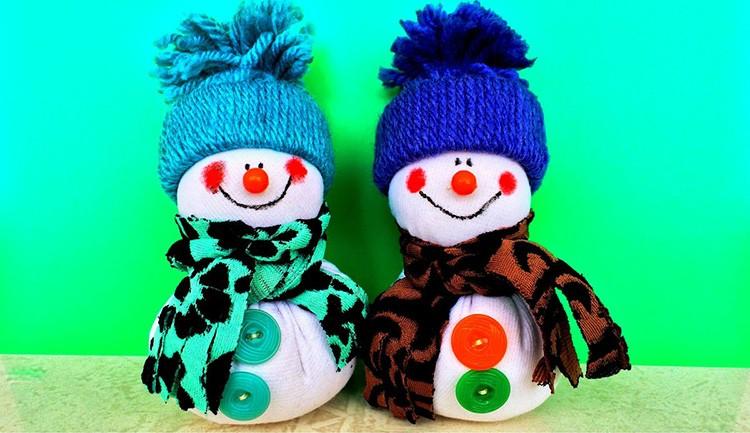 Снеговик – украшение для ёлки или стола, решать только вам