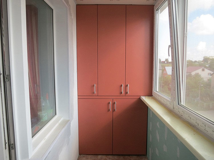 Если дверцы будут плотно закрываться, внутри сохранится нормальная температура