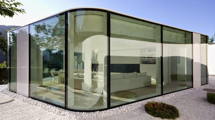 Технология также предполагает использование как минимум двух слоёв стекла, так что толщина готового изделия не может быть меньше 4 мм