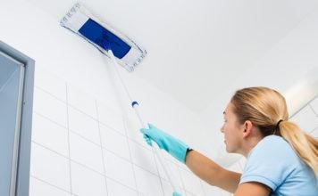 Ни грязи, ни пылинки: чем мыть глянцевые натяжные потолки без разводов