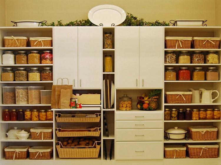 Если создать продуманную композицию, кухня не будет выглядеть нагромождением хлама