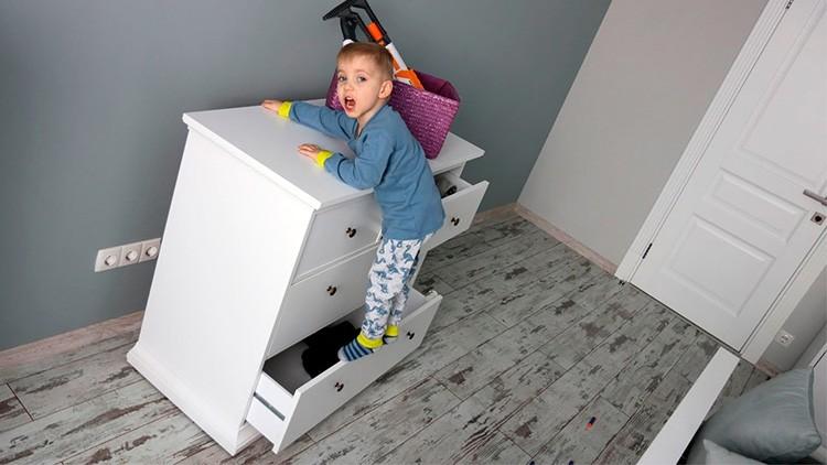 Вся мебель должна быть прочно закреплена – шкафы и полки не должны упасть даже при экстремальной нагрузке