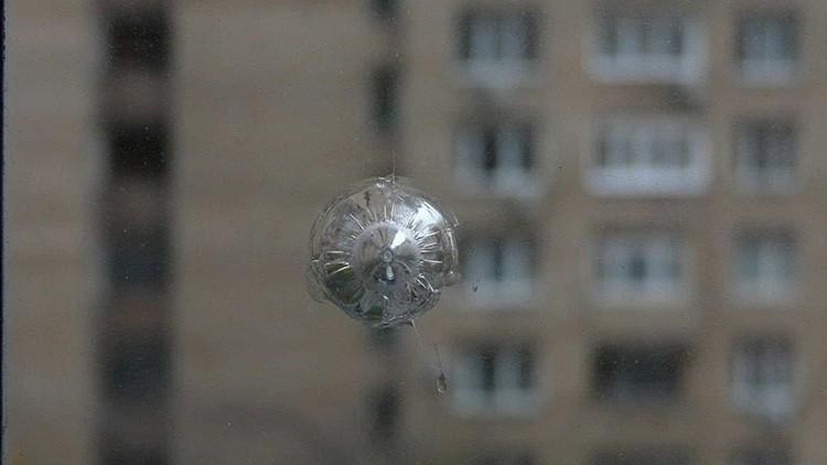 Пуленепробиваемое окно остановит пулю или камень