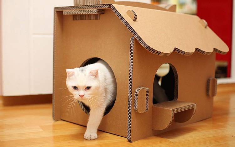 Некоторые модели делают из трёх картонных частей. Одна часть служит полом, стенами и потолком. Другие — боковыми стенами.