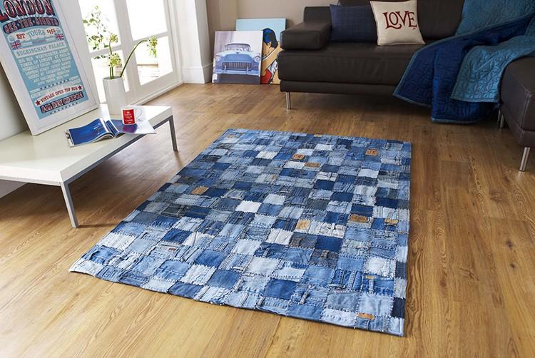 Простое и доступное рукоделие для дома своими руками — коврики в стиле пэчворк из джинсовой ткани.