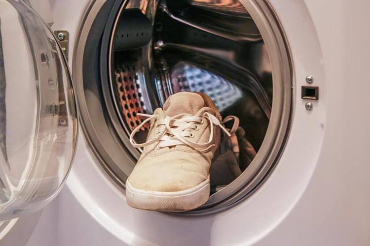 Не стоит стирать обувь в дешёвых машинах китайского производства от малоизвестных брендов