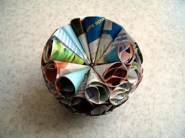 А вот и домашняя поделка из кульков, которую сможет сделать ребёнок.