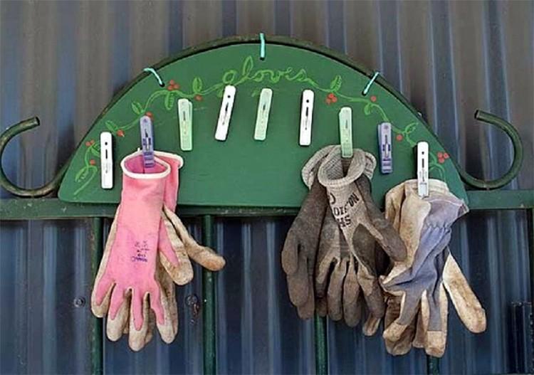 Оригинальная вешалка для садовых перчаток