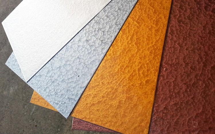 Желаемая текстура способна повлиять на выбор подходящей молотковой краски