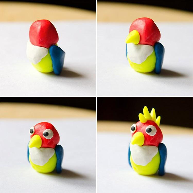 Сначала делаем туловище из чуть вытянутого колобка, а затем облепливаем его другими цветами, и тогда получаем попугая как на фото.