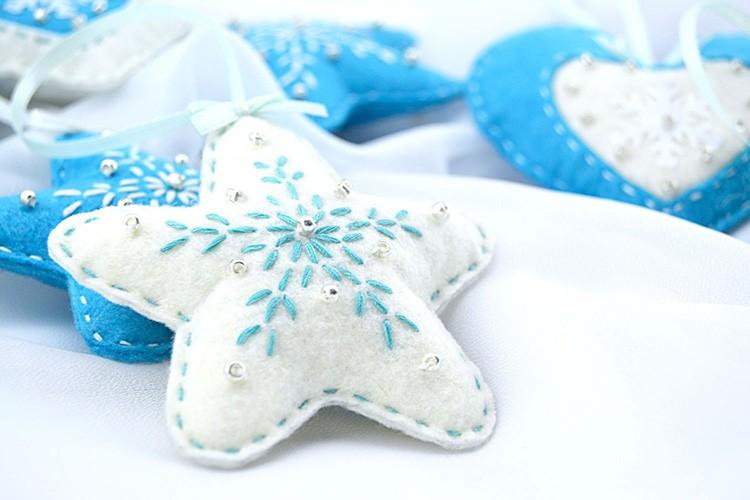 Красивые звёзды также чудесно украсят ёлочку.