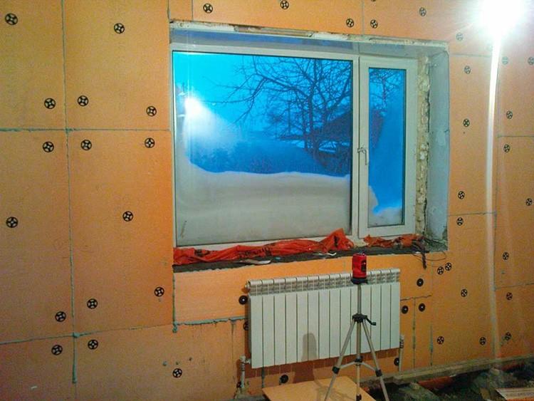 При теплоизоляции помещения нужно использовать только безопасные материалы с соблюдением техники безопасности