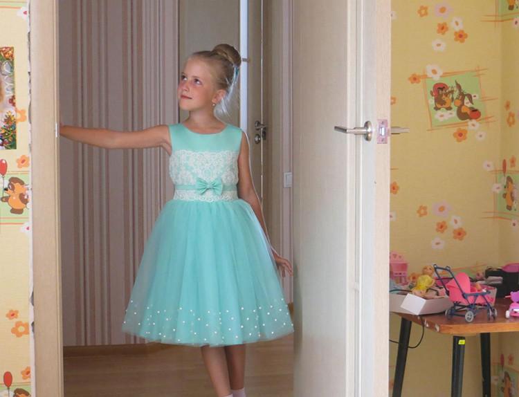 Особенно востребованы детские вещи, потому что ребенок из них быстро вырастает, и многим людям гораздо легче купить одежду во вторые руки, чем платить втридорога за комбинезончик или нарядное платьице в магазине