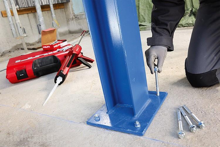 Подъёмники в автосервисах тоже фиксируются подобными крепёжными элементами