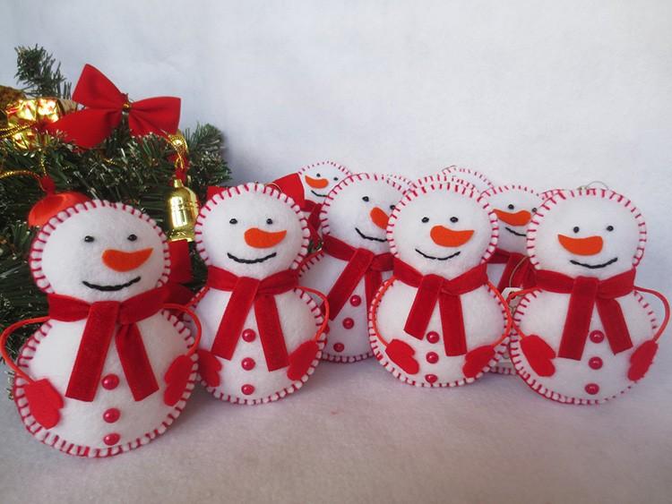 Из четырёх окружностей сшивается небольшой снеговик, которого наполняют синтепоном.