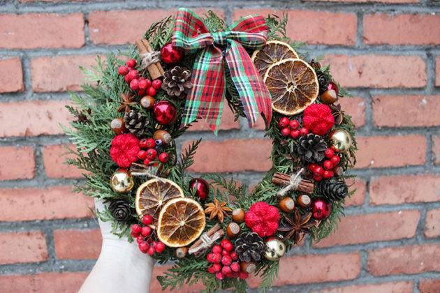 🎅 Волшебство начинается с входной двери: как сделать новогодний венок своими руками