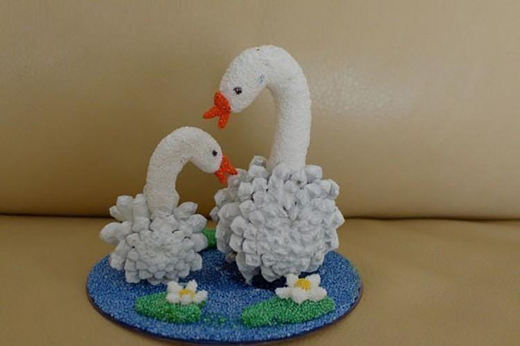 Минимум усилий, и готово озеро с белыми лебедями.