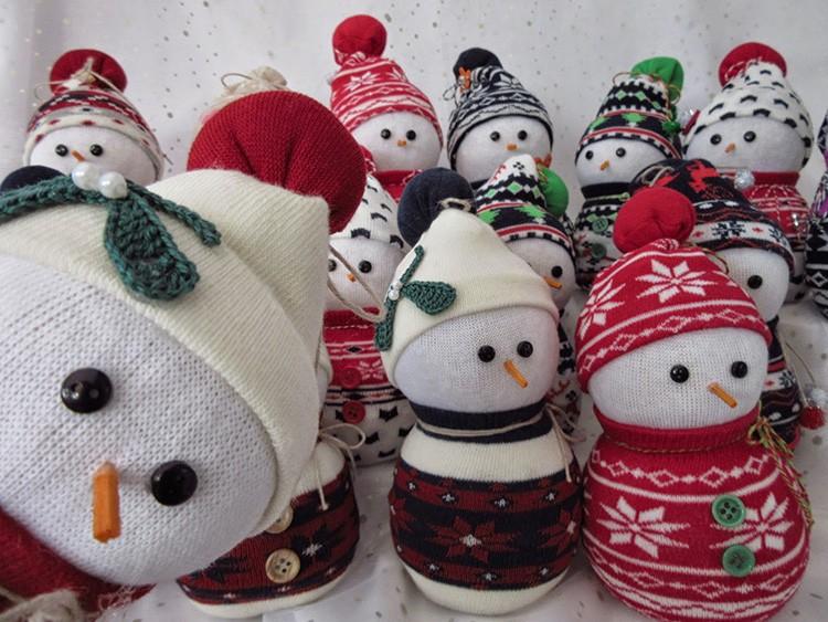 Снеговик из носка – бюджетное решение, быстрое изготовление