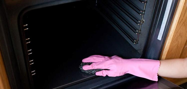 Металлические и жёсткие губки следует использовать с особой осторожностью