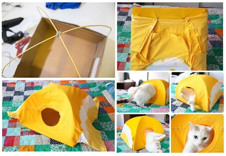 Две проволоки, сложенные дугой, картонная коробка и старая футболка — ещё одна легковыполнимая конструкция для милого котяры.