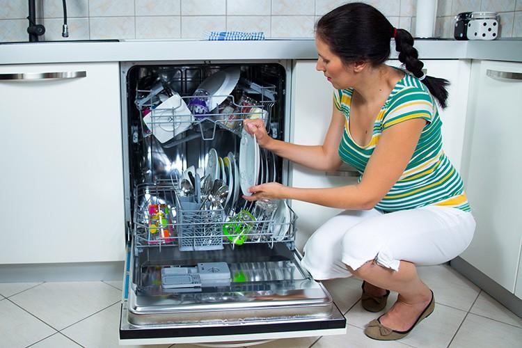 Выбирайте посудомоечную машину по объёму, исходя из потребностей вашей семьи