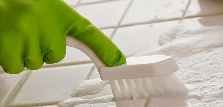 Сода неплохо очищает поверхностные загрязнения