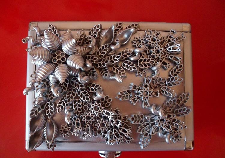 Макаронные изделия можно использовать для создания композиции и оформления рамки