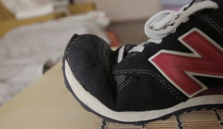 Некоторые недорогие модели китайских кроссовок могут повести себя в стирке совершенно непредсказуемо