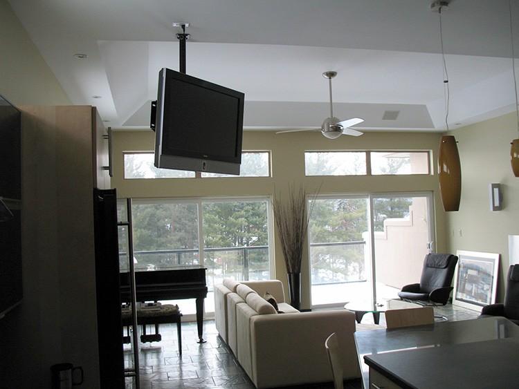 Выбирая систему для большой комнаты, отдайте предпочтение наклонно-поворотной