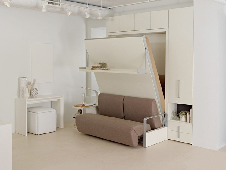 Кровать-диван неплохо впишется в интерьер гостиной