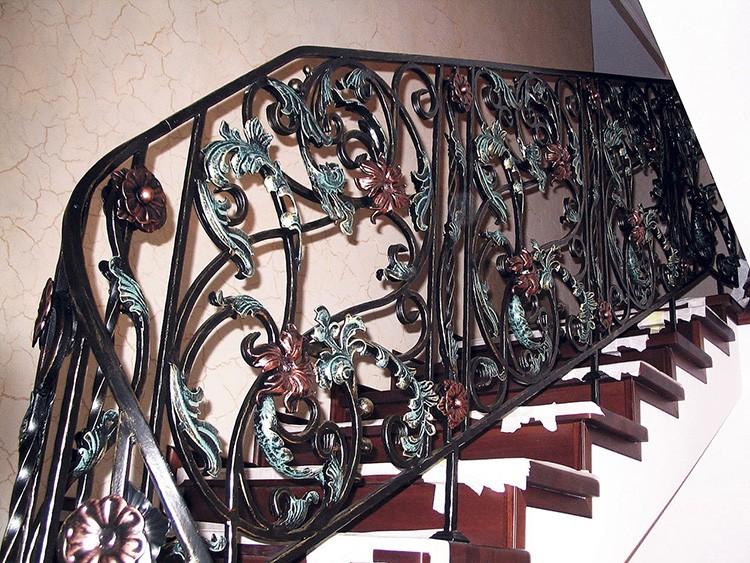 Ограждения для лестничных пролетов могут окрашиваться внутри здания