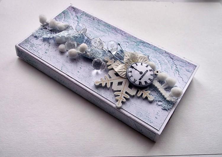 Праздничные композиции могут украшать подарочные коробки