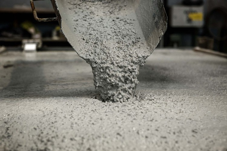 На электропроводность обычной бетонной смеси значительно влияет влажность окружающей среды и перепады температуры