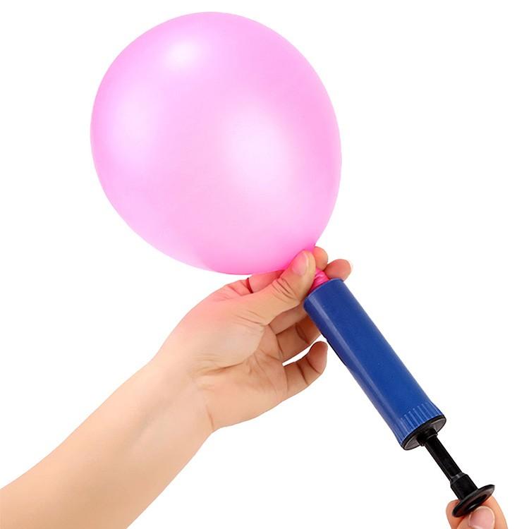Надувать воздушные шары следует с особой осторожностью