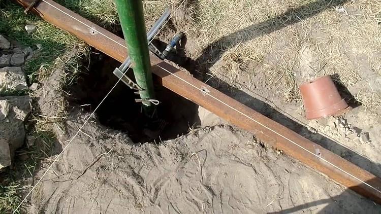 Монтаж опор при помощи двухкомпонентного заменителя бетона не требует привлечения спецтехники и большого количества рабочих