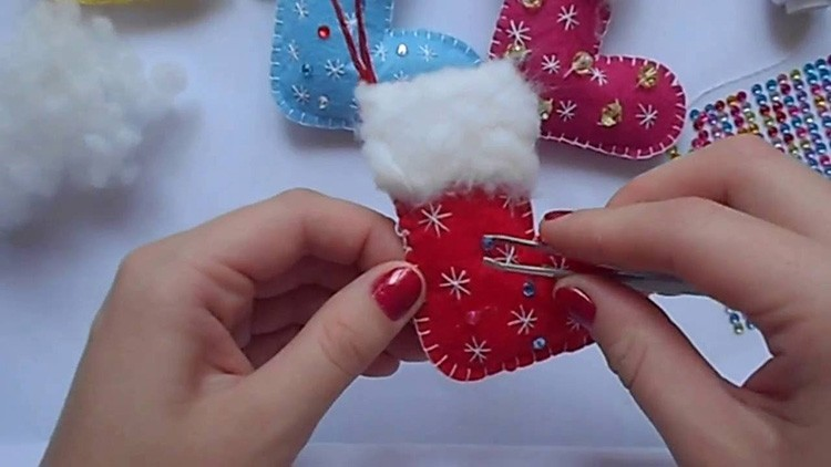 Декор делают и до момента сшивания, и после него. Если нужно что-то наклеить, то это легко сделать и после завершения шитья.