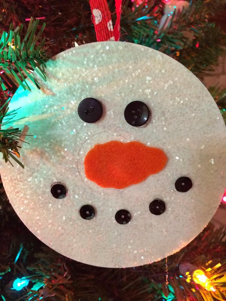 Диск – хорошая заготовка для снеговика