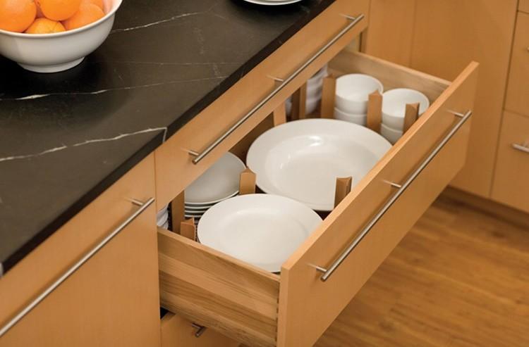 Посуда сразу сухая, без следов влаги