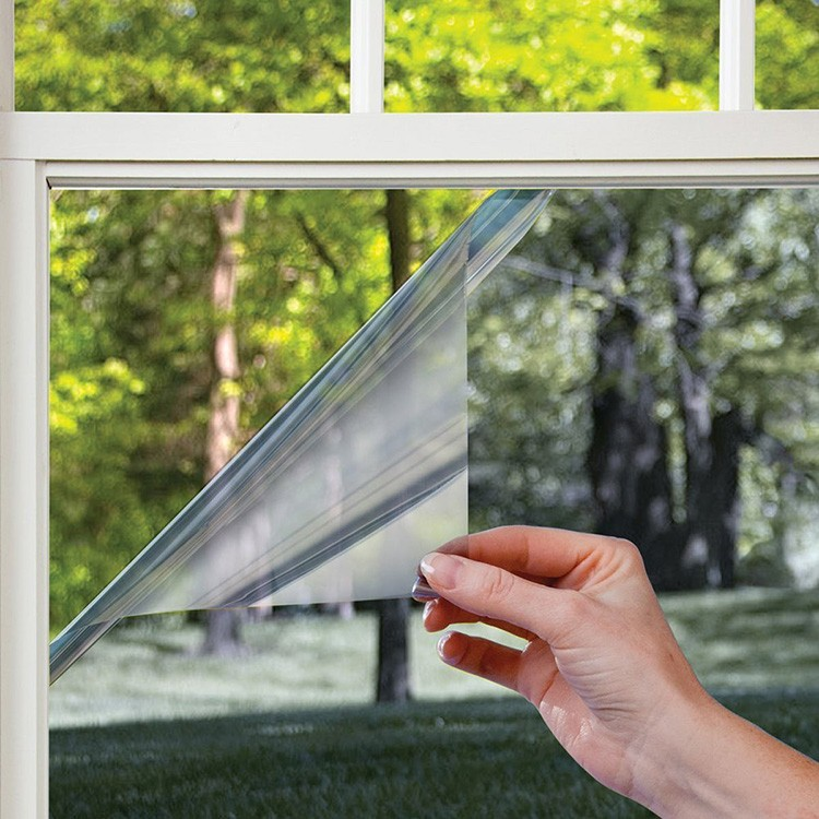 Термоплёнка хорошо защищает от солнечных лучей и сохраняет тепло