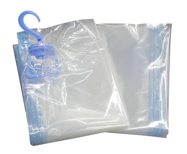 Пакеты с вешалками оптимальны хранения одежды на вешалке