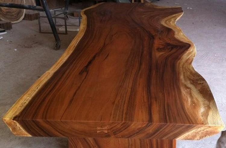 Удлинённый стол можно выполнить только из продольного спила массива