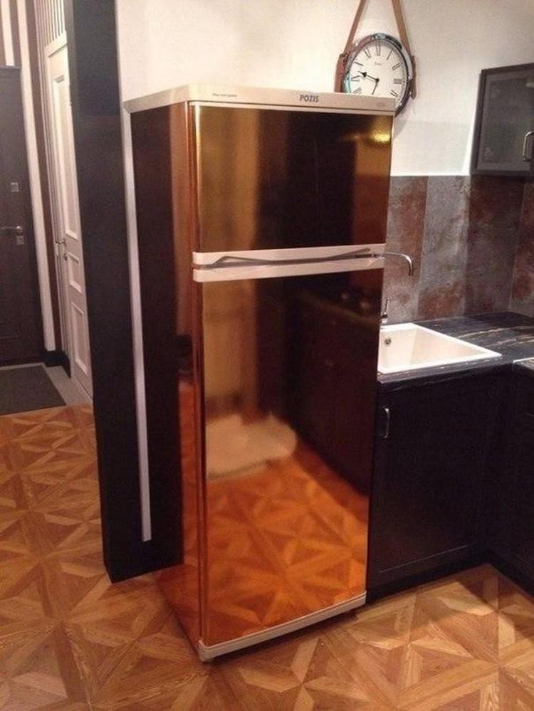Вот что можно сделать из старого холодильника при помощи золотистой самоклейки