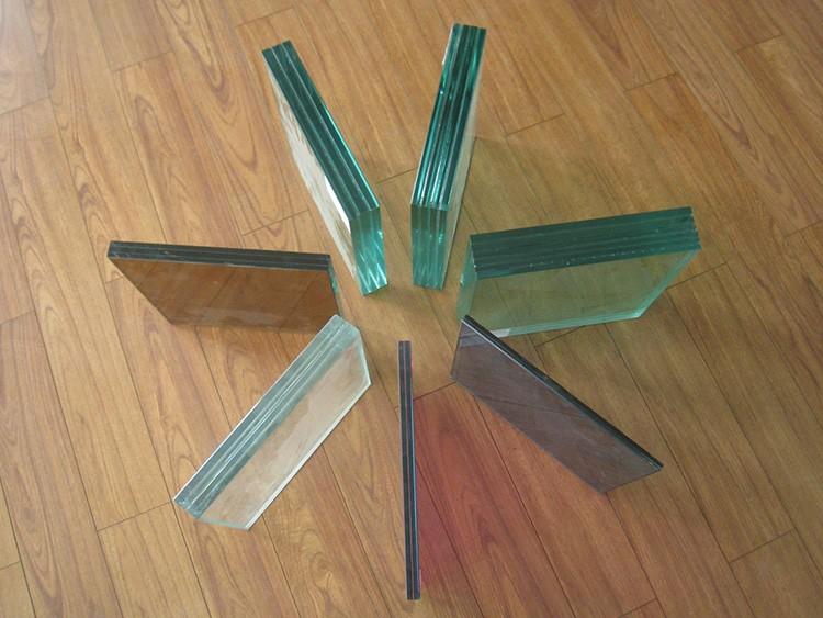 Если требуется изготовить изделие с тремя и более слоями, каждый последующий слой клеится только после полного отвердевания смолы